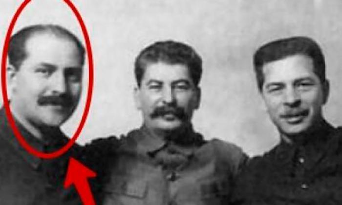 Взгляните на человека, что находится по правое плечо Сталина…